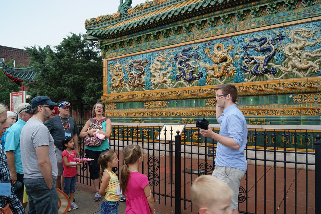 Public tour chicago chinatown tour for Chinatown mural chicago